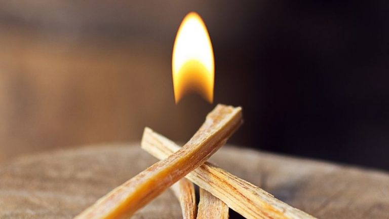 How to start a fire in a fireplace without kindling Featured Image