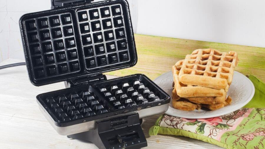 How to Clean Built Up Grease on Waffle Iron - Featured Image