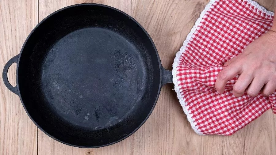 Can you use cast iron on a glass top stove - cat iron pan